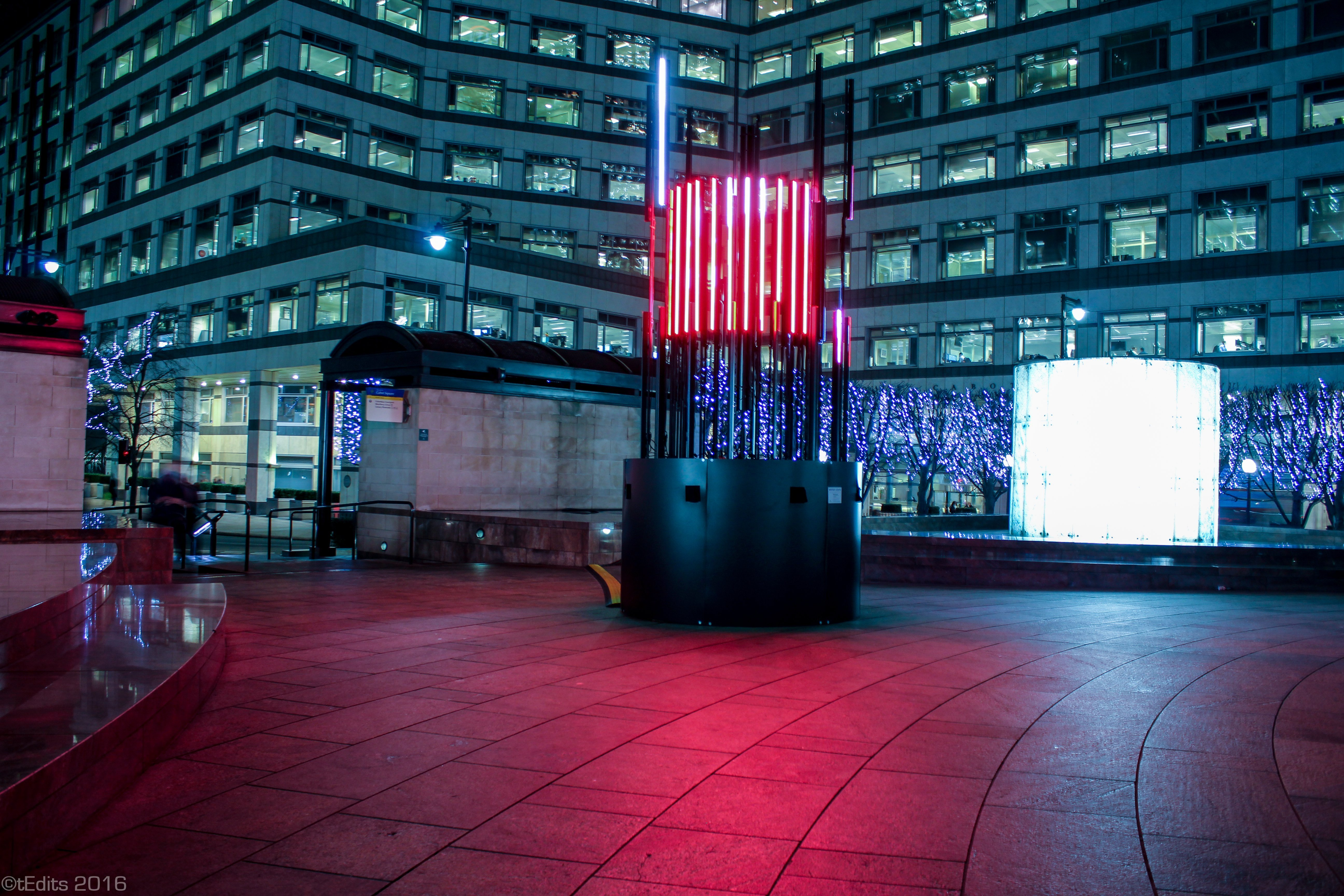 Canary Wharf Winter Lights 2016 - Totem, Bitone Collective